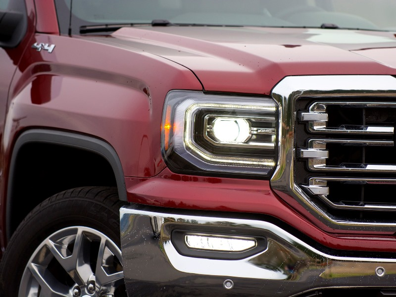 IIHS Finds Fault With Most Pickup Truck Headlights