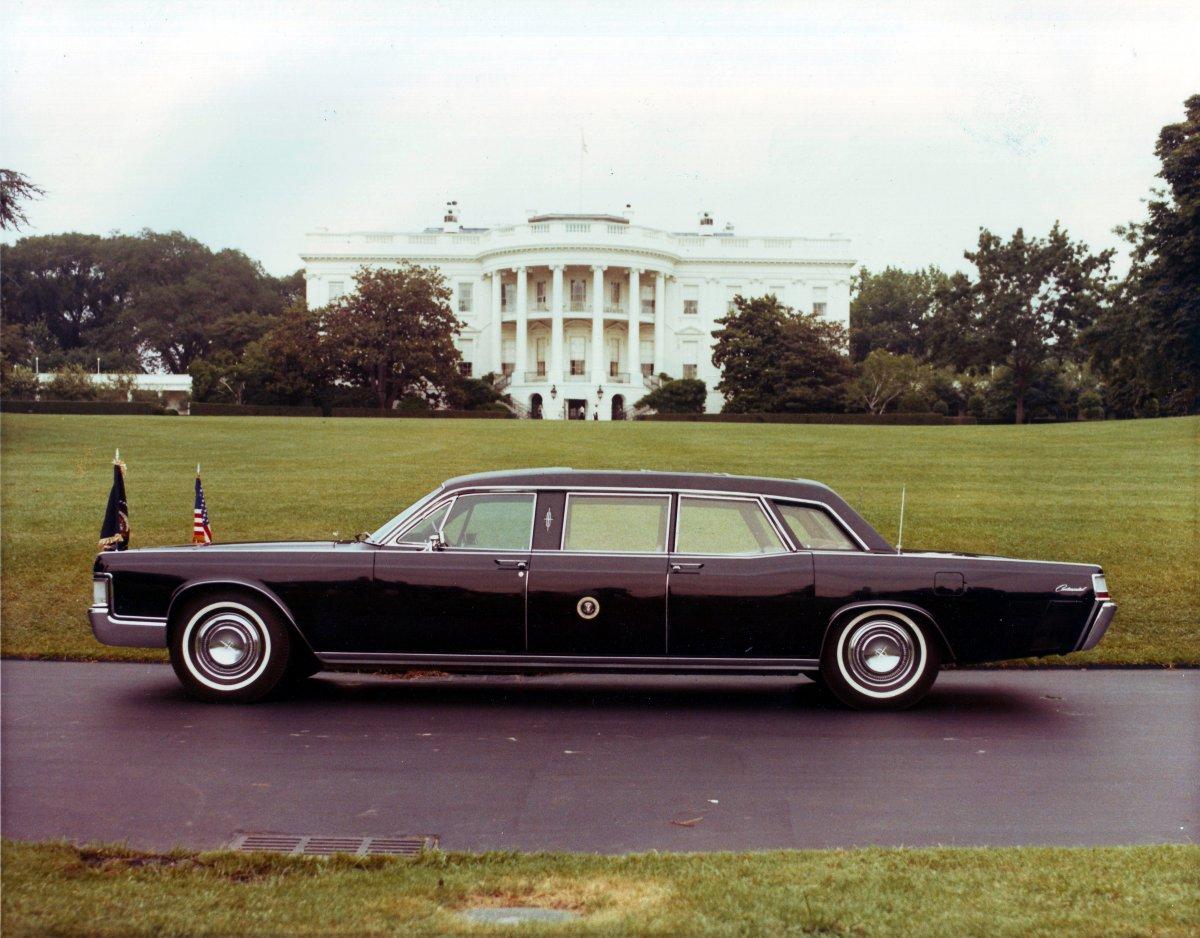 1972_Presidential_Limousine,_Washington_DC