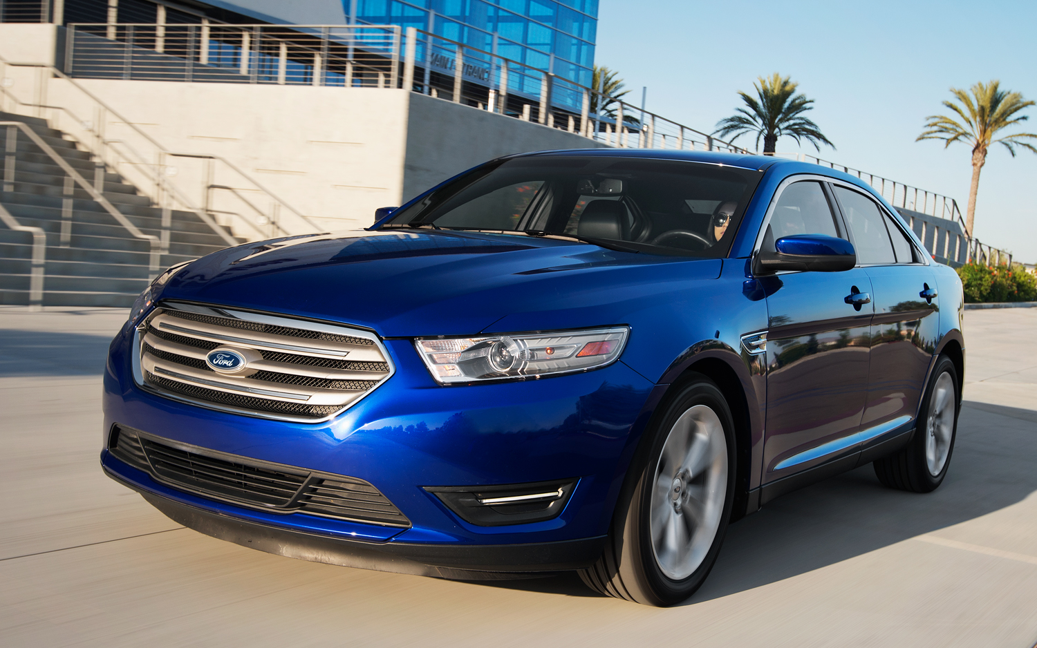 2013 ford taurus sel v-6 front view