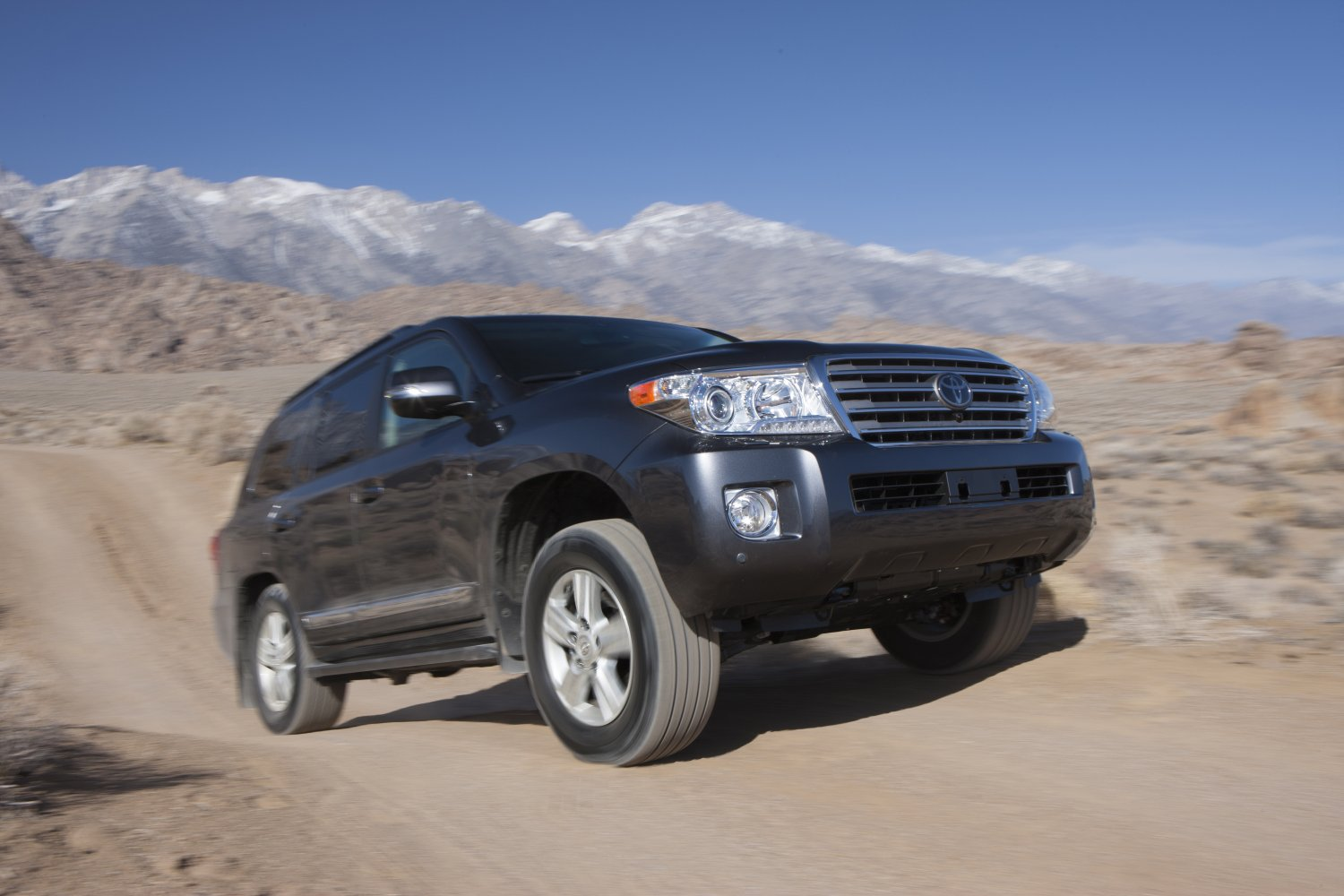 2013_Toyota_Land_Cruiser_007