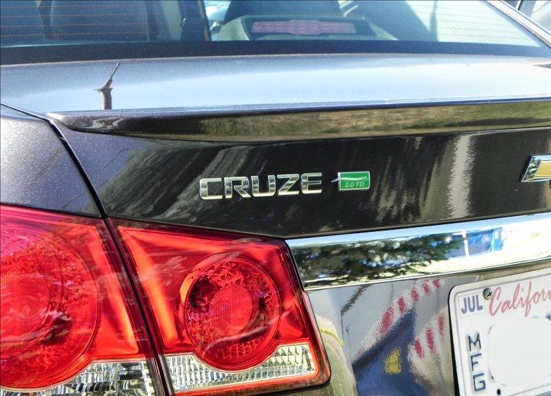 2014-Chevrolet-Cruze-Diesel-3-AOA800px