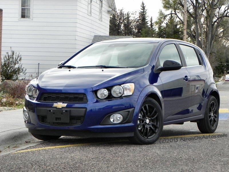 2014 Chevrolet Sonic 5DR LT front leftcorner AOA800px
