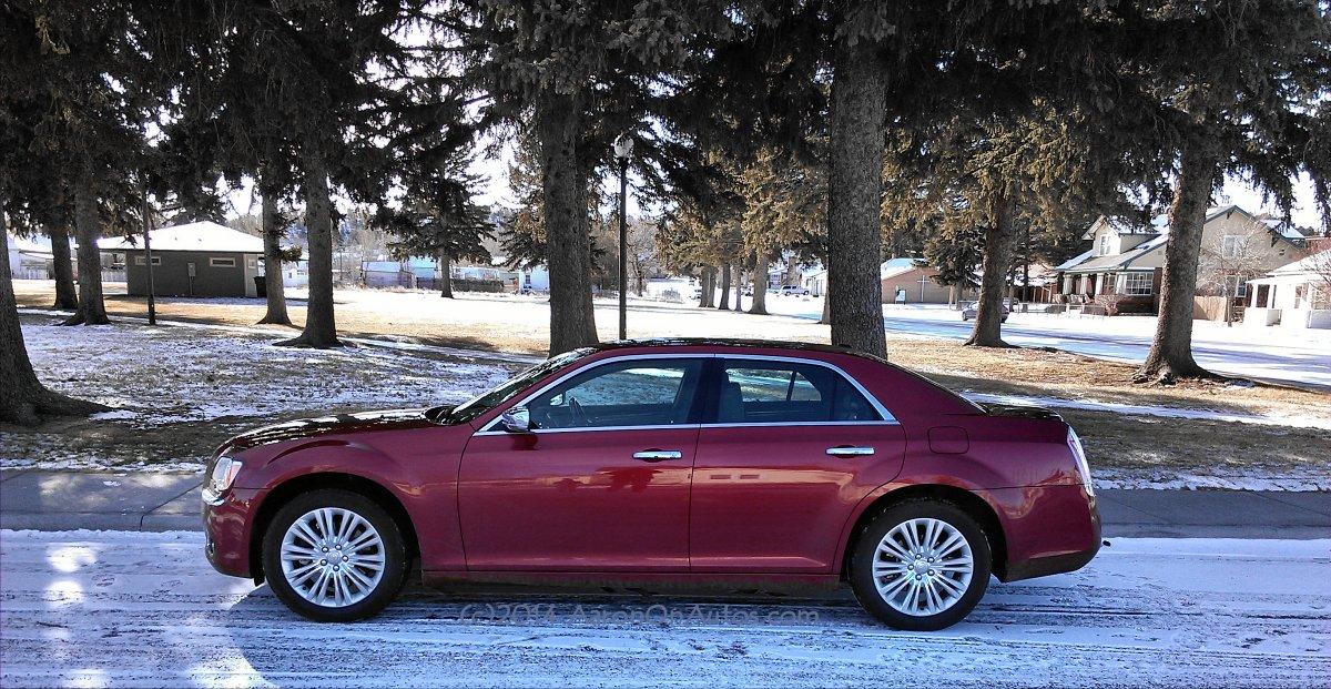 2014 Chrysler 300C AWD - at park - AOA1200px