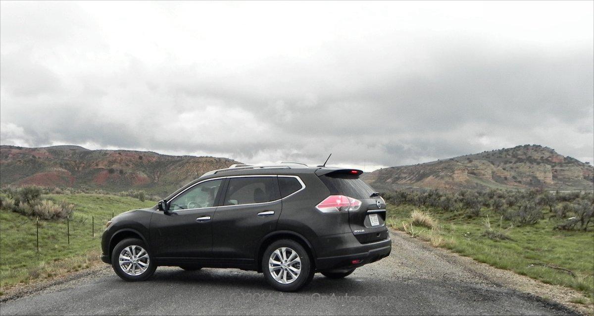2014 Nissan Rogue - mountains - AOA1200px