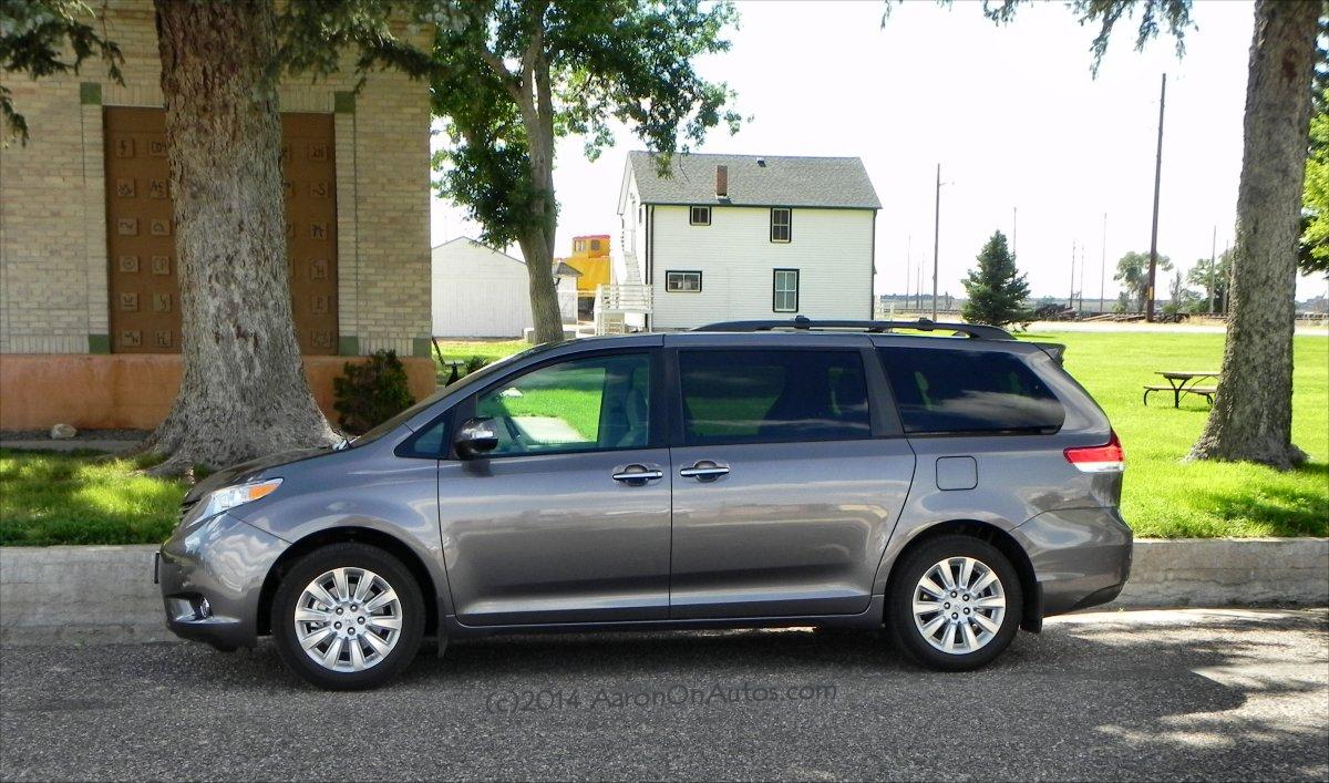 best minivans of 2014 carfax. Black Bedroom Furniture Sets. Home Design Ideas