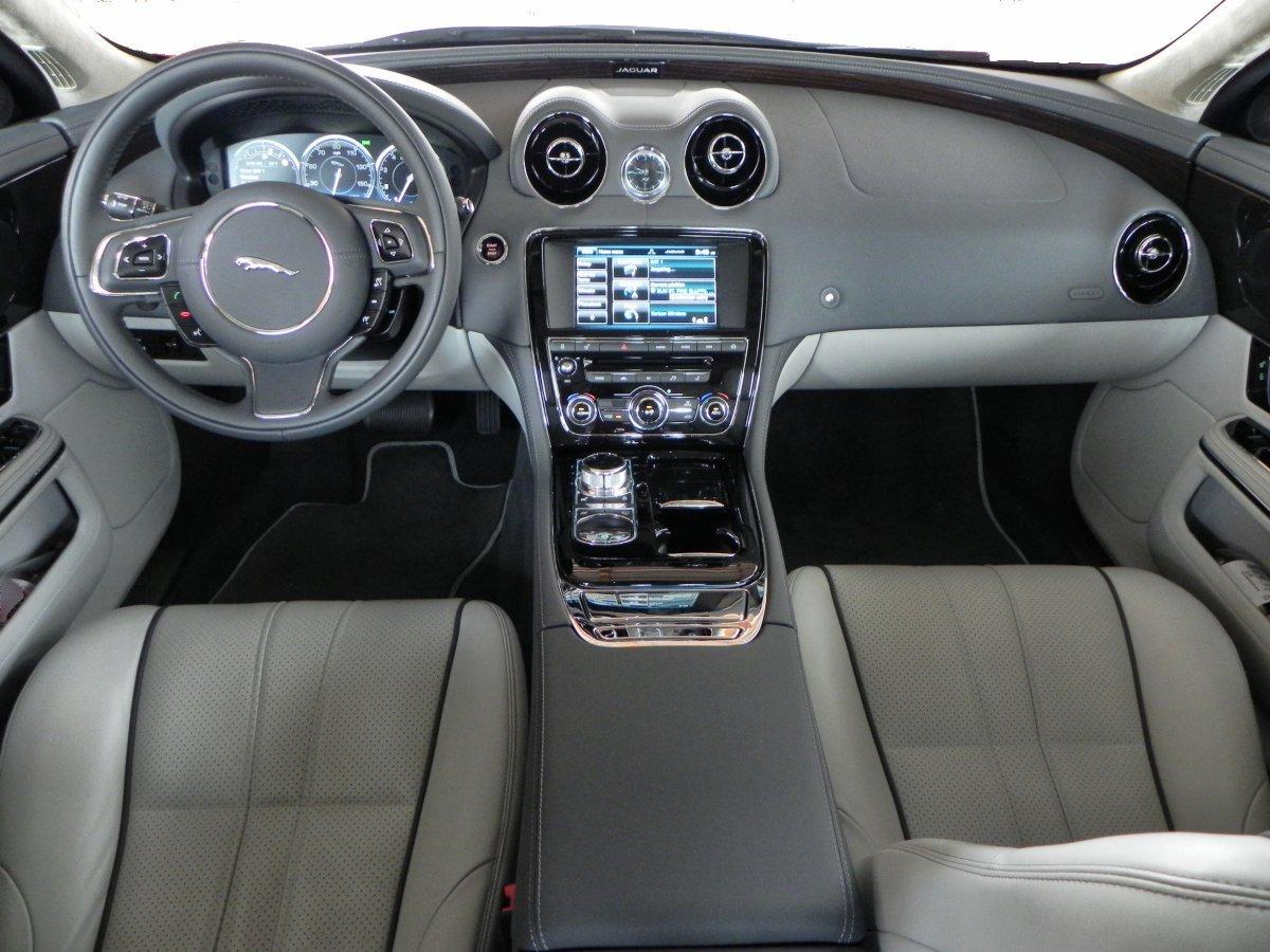 2015 Jaguar XJL - interior 4 - AOA1200px