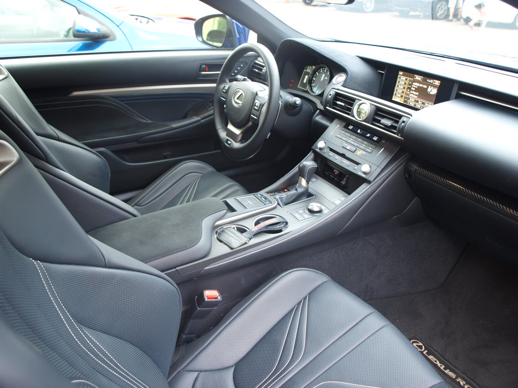 2015-Lexus-RC-F(6)
