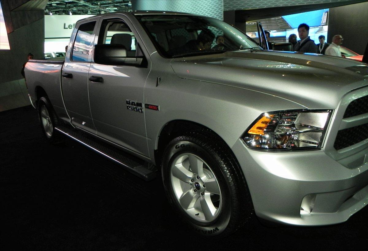 2015 Ram 1500 EcoDiesel HFE - side 1 - 1200px