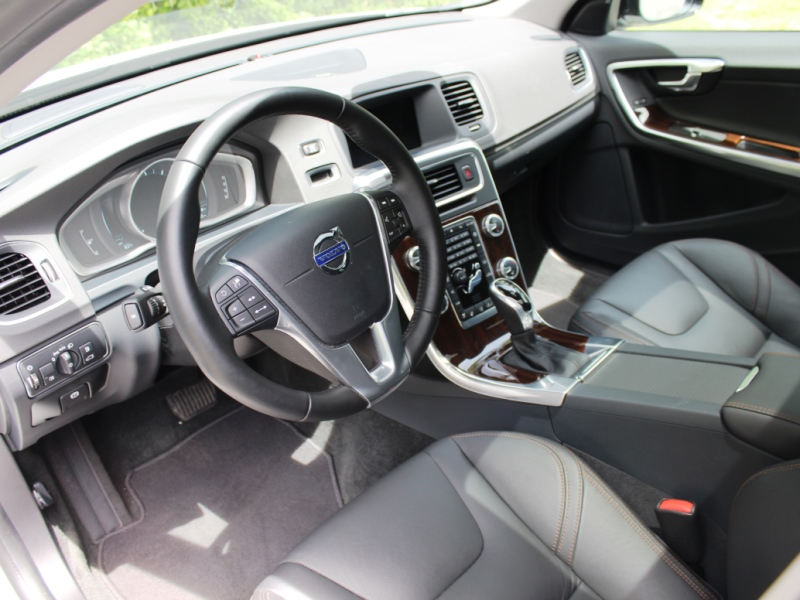 2015-Volvo-V60-Cross-Country(36)