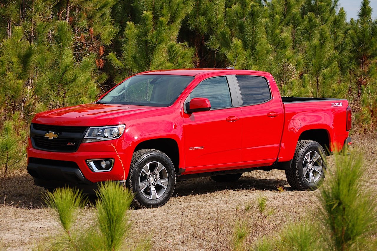 midsize trucks 2016 chevrolet colorado vs toyota tacoma. Black Bedroom Furniture Sets. Home Design Ideas