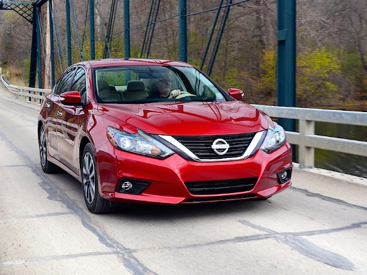 Enhanced Handling Attractive Styling Class Leading Fuel Economy And A Quiet Comfortable Cabin Make The 2016 Nissan Altima Strong Contender In
