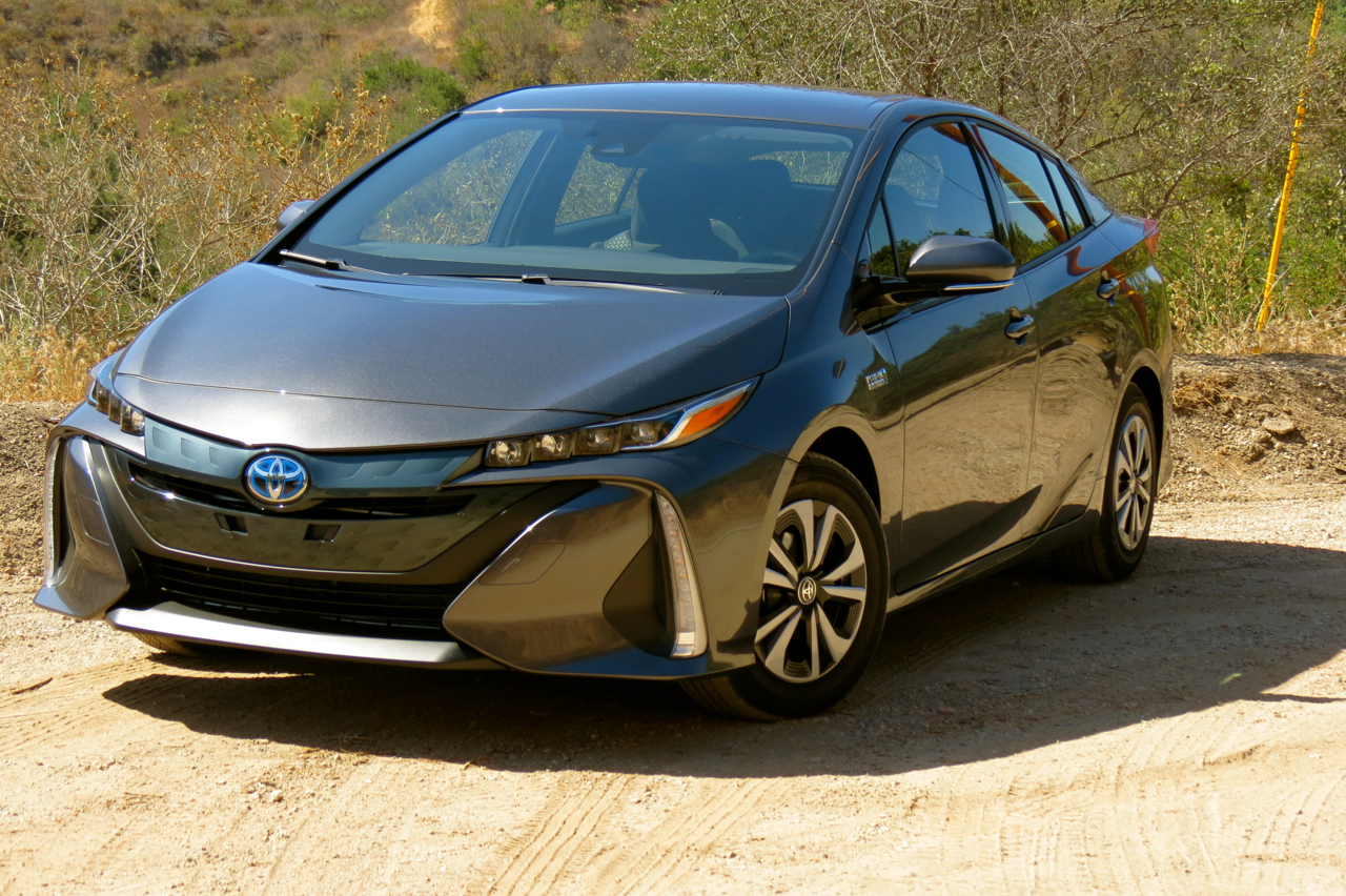 plug in hybrid reboot 2017 toyota prius prime carfax. Black Bedroom Furniture Sets. Home Design Ideas