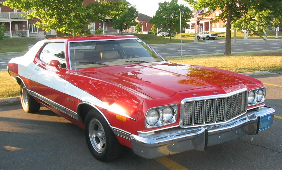 '74_Ford_Gran_Torino_Starsky_&_Hutch_(Auto_classique_Jukebox_Burgers_'11)