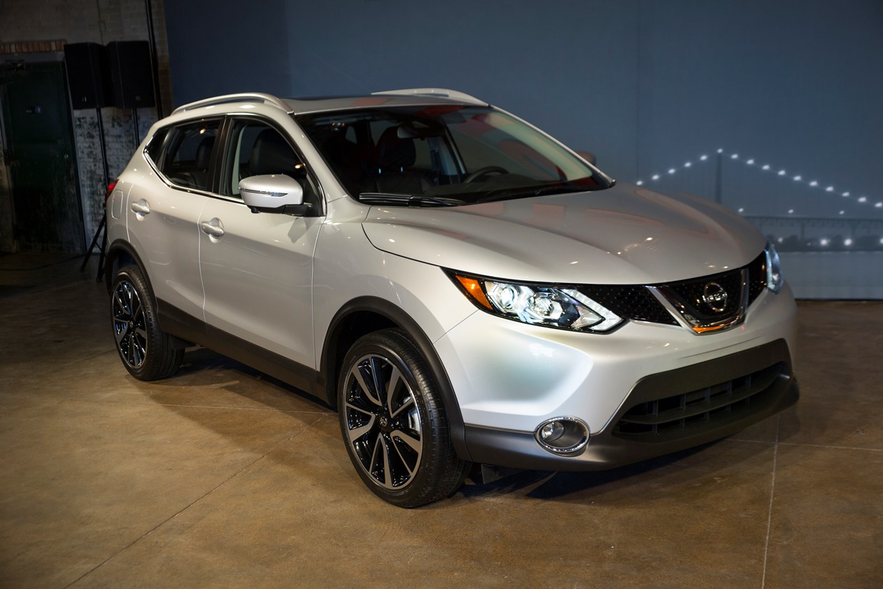 2017 Nissan Rogue Sport Reveal Ahead of NAIAS