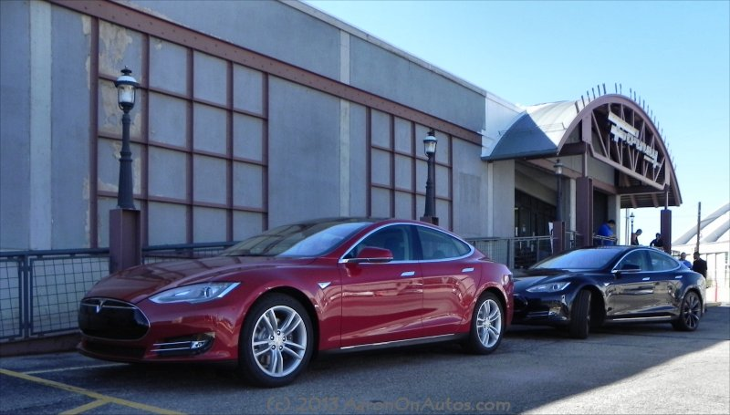 Tesla Model S red and black duo 3 AOA800px