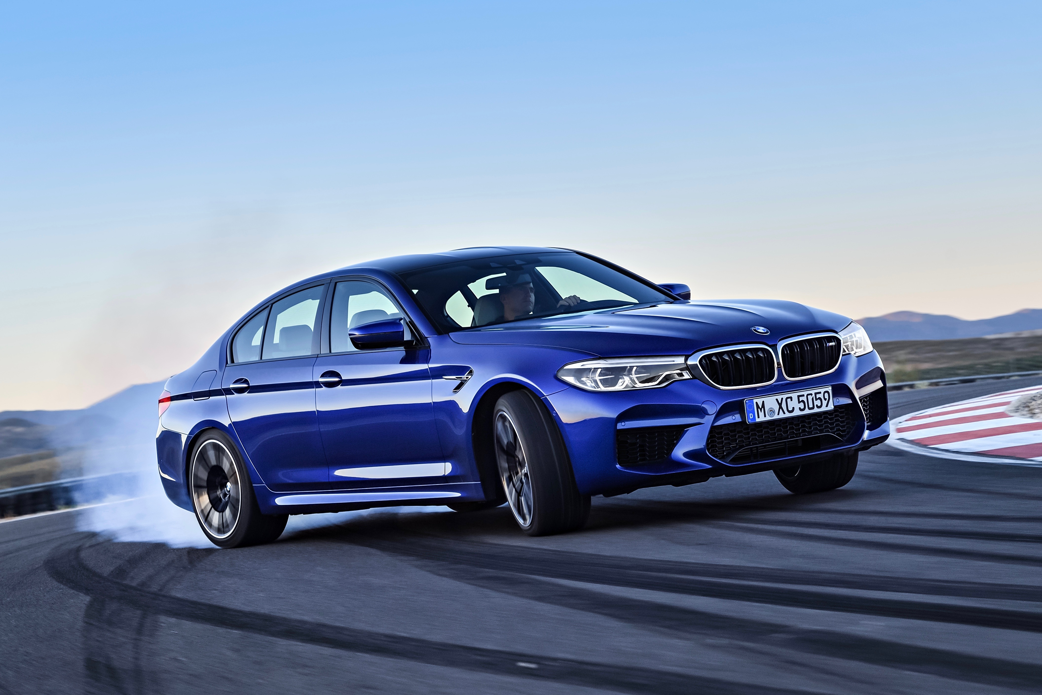 2018 BMW M5 Delivers Performance New Features