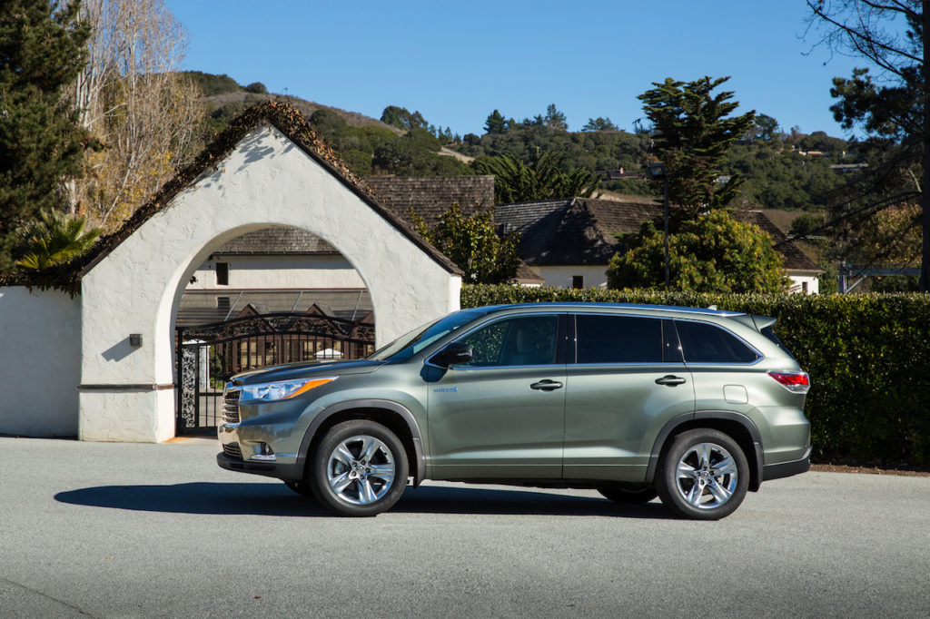 The Highlander Hybrid Achieves Fuel Economy Of Up To 28/28 Mpg  City/highway. You Can Lower The Third Row For 42 Cubic Feet Of Cargo Space.